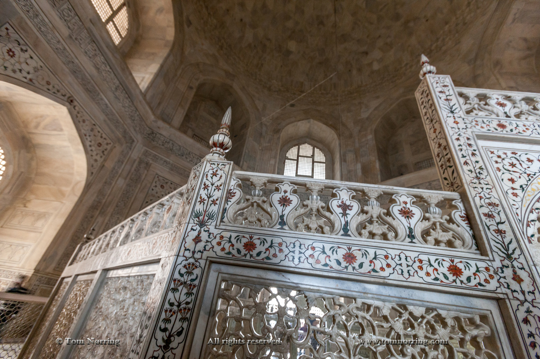Inside Mausoleum. Taj Mahal. Agra. India.