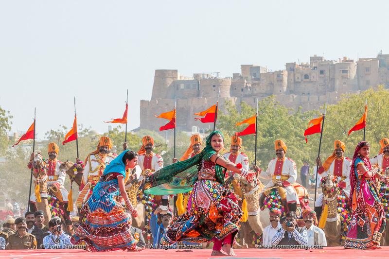Dancing women in sari. Desert festival. Jaisalmer. Rajasthan. India.